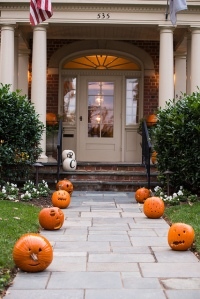 Fall Decorating is so Fun! Love this pumpkin-lined sidewalk! It's so inviting. I just know there is some fresh pumpkin bread baking inside!
