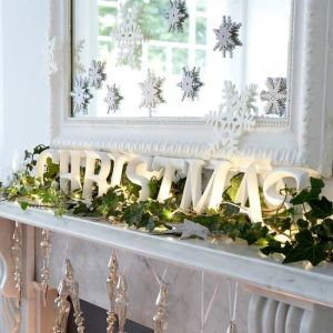 Simple and effective Ivy on the Mantel! Image: Sandra Espinet